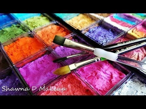 How to set up your face painting kit - YouTube. Can't stand her babbling about the obvious, but LOVE her setup. Time to hit the Container Store #howtofacepaint #GlitterFace