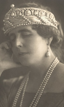 Diamond and Pearl tiara worn by Queen Marie of Romania, nee Princess of the United Kingdom.