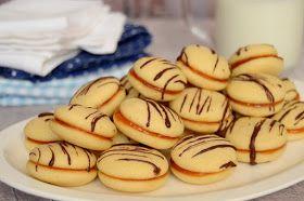 Hozzávalók 50-60 darabhoz 15 dkg puha vaj 15 dkg porcukor 1 csomag vaníliás cukor 6 tojás sárgája fél citrom reszelt héja 25 ...