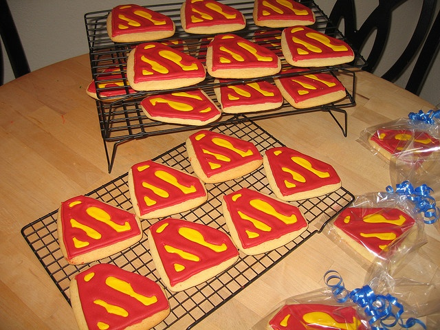Superman Party favor cookies by harebender1, via Flickr