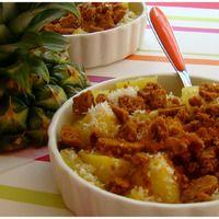 """CRUMBLE D'ANANAS AU SPÉCULOOS, """"Weight Watchers""""  Un dessert léger aux saveurs tropicales très parfumé et juteux L'association de l'ananas et de la noix de coco est exquis INGRÉDIENTS: 1..."""