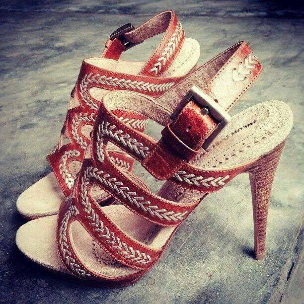Maya 125 mm by Ni Luh Djelantik, talented shoes designer in Bali