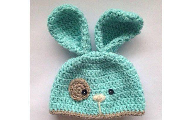 Touca de coelhinho é uma opção divertida para fantasiar seu filho na páscoa. Foto: Pinterest/Amy Loves Crafts