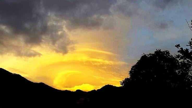 Ufo-wolk boven de Caldera.