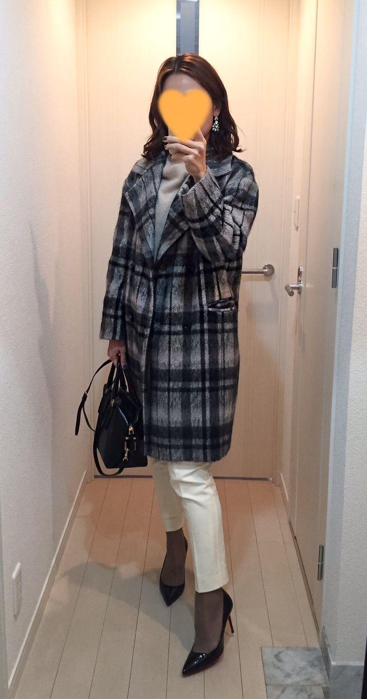 Plaid coat: ADORE, Beige knit: Des Pres, White pants: Des Pres, Bag: Tod's, Pumps: Christian Loumoutin