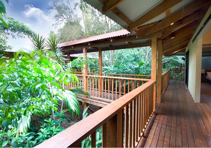 Bali Villa 52 and 54 - Balinese pavilion style 4 bedroom houses in Byron Bay. 25% off 3 or more night stays until 31st August!