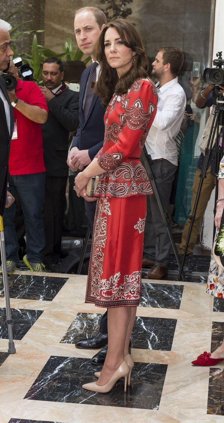 Kate Middleton portant un ensemble signé Alexander McQueen.
