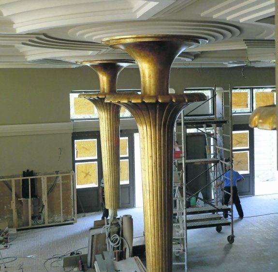 Las columnas del Dindurra serán de color dorado, tirando a un tono cobrizo, y el techo recupera el juego de sombras diseñado por Manuel del Busto.