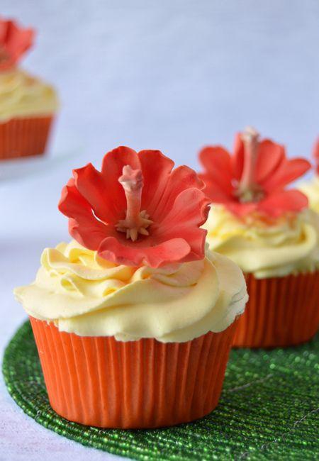 Cupcakes a diario: Mango cupcakes con mini hibiscus, para mí casi que ya llegó el veranooooo!!!