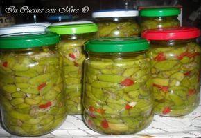 Le olive schiacciate alla calabrese sono particolarmente buone assieme ai pomodori in insalata e condite con un filo di extravergine fresco di frantoio.