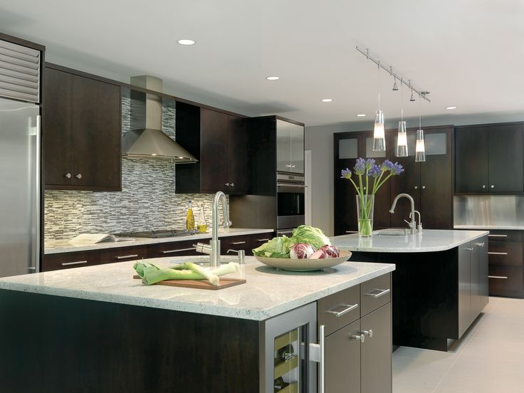 Award winning kitchen layouts winner less than 250 for Square kitchen designs