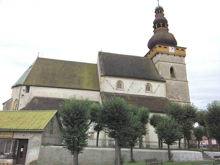 kostol v Štítniku zo začiatku 14.storočia...fresková výzdoba, lavice a chóry zdobené ľudovou maľbou a bohatou drevorezbou,náhrobné dosky a ešte mnoho zaujímavostí, je v zozname UNESCO