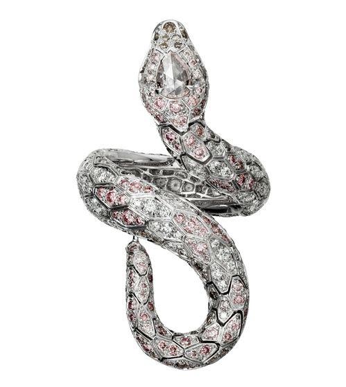 La bague serpent Pink Serpendor en diamants de Cartier