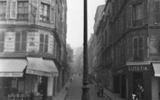 Parigi dell'800', sistemi di illuminazione. (Walter Benjamin) Dalle lampade ad olio fino alla luce elettrica, passando per la luce a gas. Tutte tecnologie del fuoco, tecniche di illuminazione per strade, negozi e case. A parte cambiare il volto di una città, qu #passages #parigi #benjamin #illuminazione
