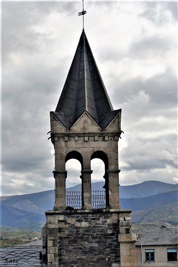 Torre de la Iglesia de San Andrés desde el el castillo de Ponferrada