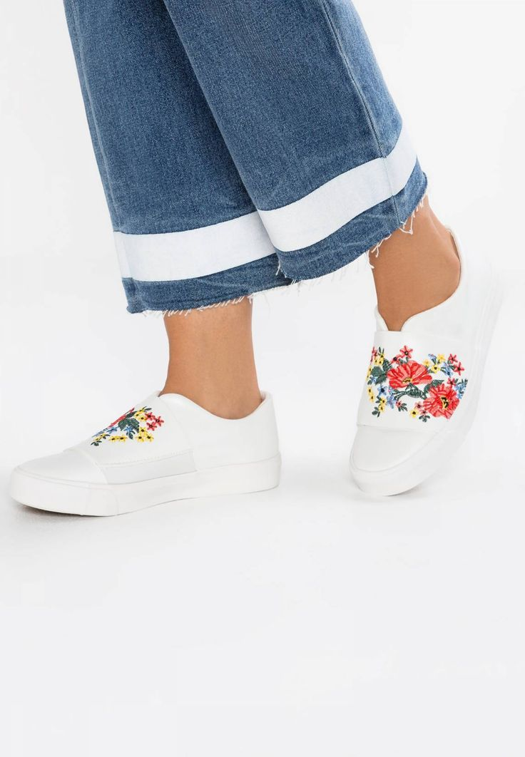 New Look. MILLY - Slip-ons - white. Pattern:floral. Sole:synthetics. Padding type:Cold padding. Shoe tip:round. Heel type:flat. Lining:textile. detail:elasticated. shoe fastener:slip on. Fabric:Synthetic leather. upper material:high-...