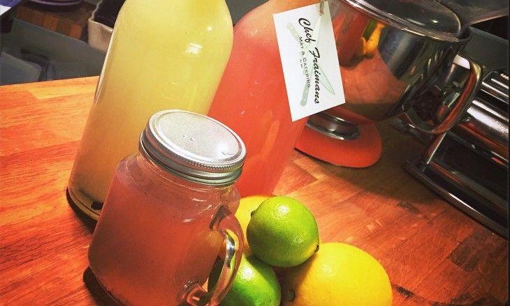 Lemonad passar perfekt till kalaset, grillningen eller till drinkar. Här har du ett recept med äkta vaniljsockerlag.
