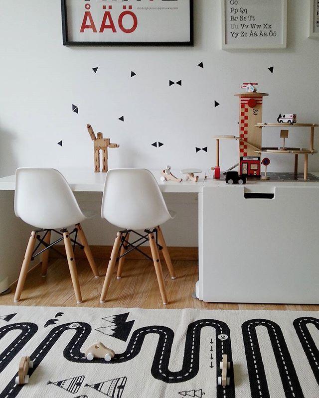 El cuarto de juegos de mis tres pequeños hoy en el blog de @marielvira bleuappleblue.com  Gracias Mari por acompañarme en esta aventura instagramera  #bleuappleblue #playroom #teoyolivia #decoandkids #oyoylivingdesign #oyoy #ilovehape #fermlivingkids