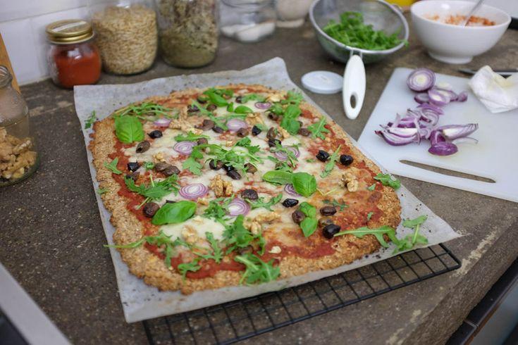 Avresti mai pensato di poter fare la pizza senza farina? Ecco la soluzione: un impasto a base di cavolfiori! Veloce, senza lievitazione e leggero!
