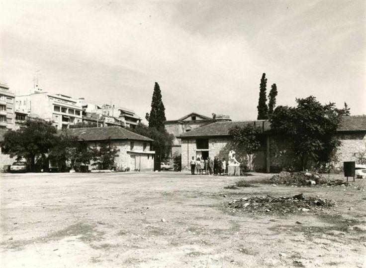 Αθήνα, περίπου 1960, στους στρατώνες των οδών Ριζάρη και Βασ. Σοφίας, όπου είχε μεταφερθεί η Πινακοθήκη επί διευθύνσεως Μαρίνου Καλλιγά 1949-1972.