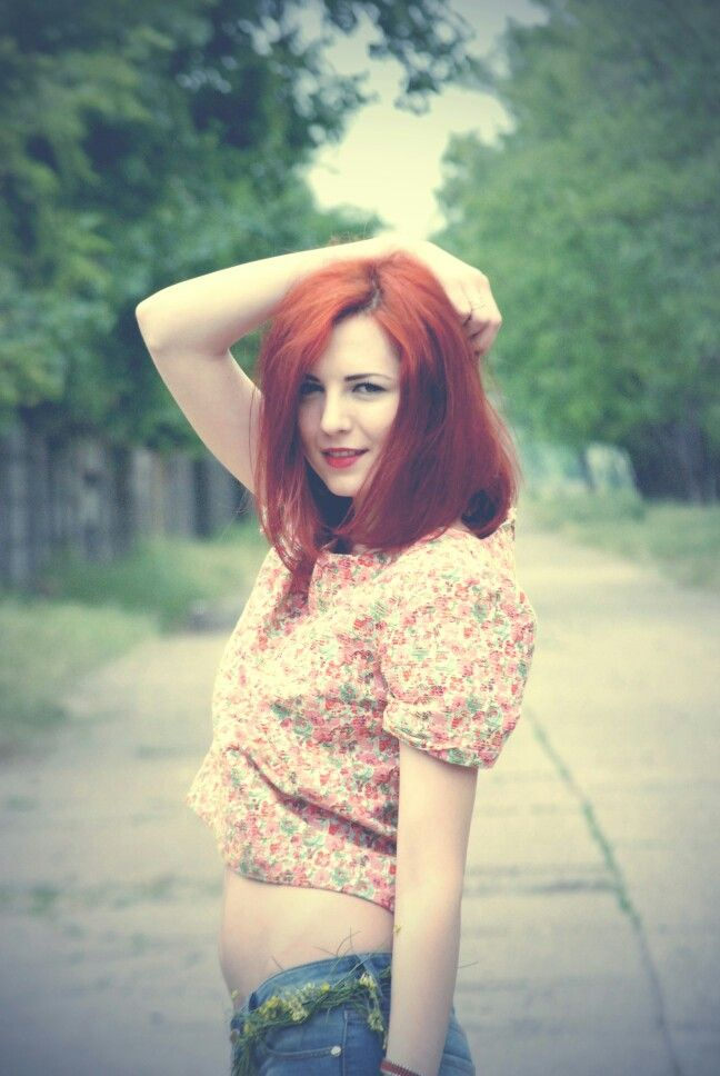 #redhair #streetstyle #flowers