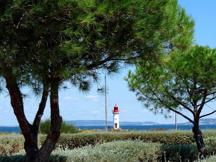 Ancienne citée phocéenne, Marseillan s'affirme comme une destination de caractère aux attraits culturels mais surtout sensoriels. Les plages de sable fin jalonnant la côte dévoilent un cadre sauvage propice à la relaxation et au repos.