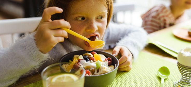 Tischmanieren können Türen öffnen. Daher ist es wichtig, sie schon früh zu lernen. Lesen Sie jetzt den AOK-Knigge für gemeinsame Mahlzeiten.