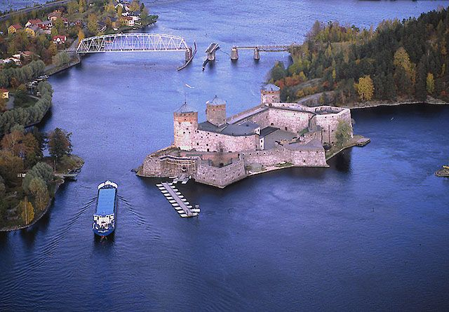 St.Olof's Castle in Finland is the most northern medieval stonecastle in the world! - Kun Pyhän Olavin linnaa vuonna 1475 alettiin rakentaa,päätti linnan perustaja, tanskalaissyntyinen ritari Erik Akselinpoika Tott rakennuttaa mahtavan linnoituksen strategisesti tärkeän Savon alueen turvaksi. Linnan tehtävänä oli torjua idästä tulevat venäläisten hyökkäykset ja varmistaa Savon seudun herruuden säilyminen Ruotsin kruunulla.