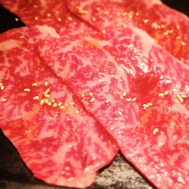 ** 最近、@yakinikudaichi では、タレ上ロースがツボ👍 たっぷりサシが入って柔らかく、焼肉定番のガッツリとパンチのある味👊 大判なので、食べ応えもある逸品😋 ** #japan #tokyo #roppongi #yakiniku #yakinikudaichi #beef #meat #japanesefood #wagyu #bbq #japanesecuisine #dinner #yum #yummy #delicious  #日本 #東京 #六本木 #焼肉 #焼き肉 #肉 #牛肉 #和牛 #ヤキニクダイチ #リブロース #上ロース #和食 #日本食 #晩ごはん #うますぎて泣ける