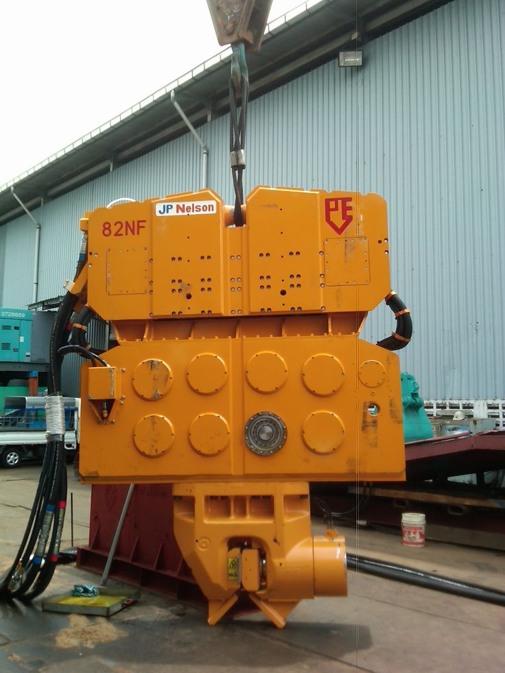 82NF PVE hydraulic vibratory hammer with 200T clamp