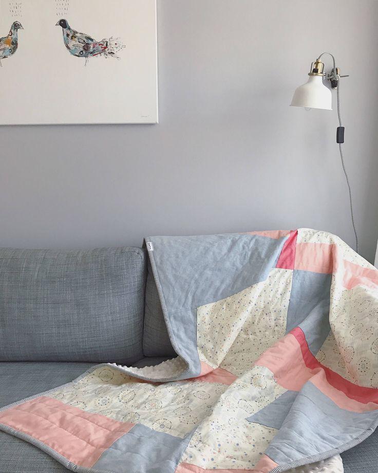 Courtepointe jetée Basties - Throw quilt Basties handmade  https://www.etsy.com/ca-fr/listing/543129908/courtepointe-jetee-moderne-faite-a-la