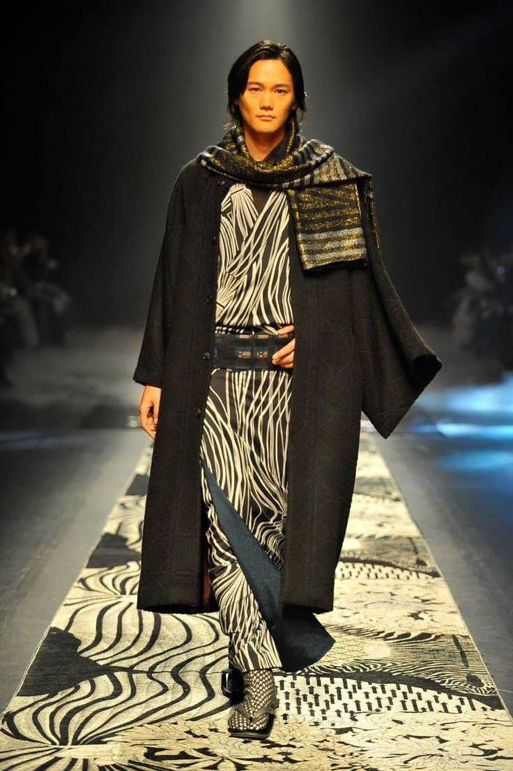 洋ロリ ultra model 4 The newest line of Japanese kimono at Mercedes-Benz Fashion Week TOKYO's by  JOTARO SAITO