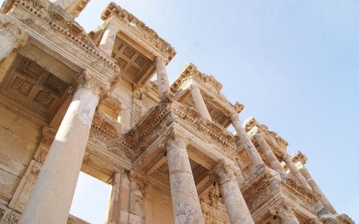 Ocho lugares declarados Patrimonio de la Humanidad en este 2015: Éfeso: Esta antigua localidad fue una de las doce ciudades jónicas a orillas del mar Egeo. Fue fundada en el siglo XIII a.C. y en tiempos de César fue la capital de Asia Romana. Una autentica joya de los yacimientos arqueológicos que merece la pena visitar.