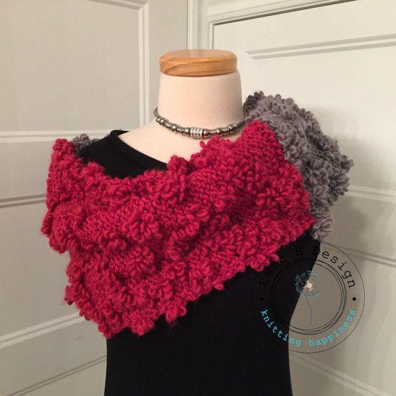 Modèle unique! Tout un look! Col très original gris et rose fuchsia tricoté à la main par EmmaHDesign