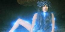 """Mara Hoffman ha lanciato in questi giorni la campagna promozionale per la sua collezione PE 2013. Il mood che ispira la designer americana è """"Aloha"""", una parola semplice carica però di significati mistici.  http://www.sfilate.it/183265/mara-hoffman-dice-aloha-alla-primavera-2013"""