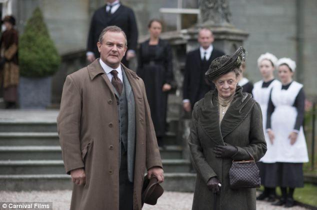Шотландский установка: Господь Grantham и вдовствующая графиня (Мэгги Смит) на особый день Рождества