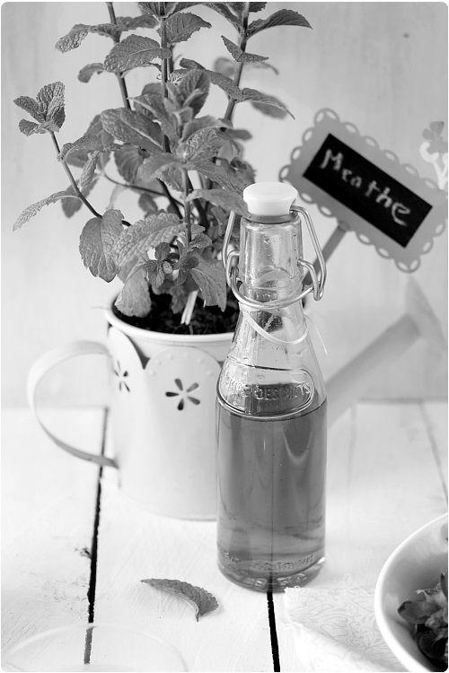 20 мл воды 200 г сахара 1 пучок мяты (сто листов)1 - Возьмите листья мяты. Планируете в 100 примерно.  2 - Мойте листья и положите их в небольшую кастрюлю с водой и сахаром.  3 - довести до кипения и дать 10 минут варки трепет.  4 - Выключите огонь, накройте кастрюлю и забронируйте номер в течение 12 часов.  5 - через 12 часов, процедите подготовка (отожмите листья мяты, чтобы извлечь максимум вкуса).  6 - Залить в бутылочку и забронируйте номер в холодильник. Этот сироп хранится от 1 месяца…