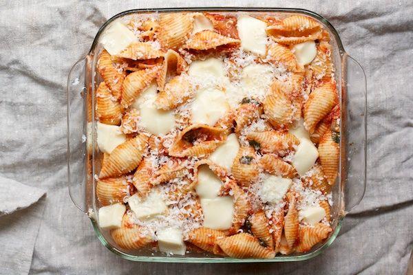 Pasta with tomato and mozzarella.  This looks sooo good!