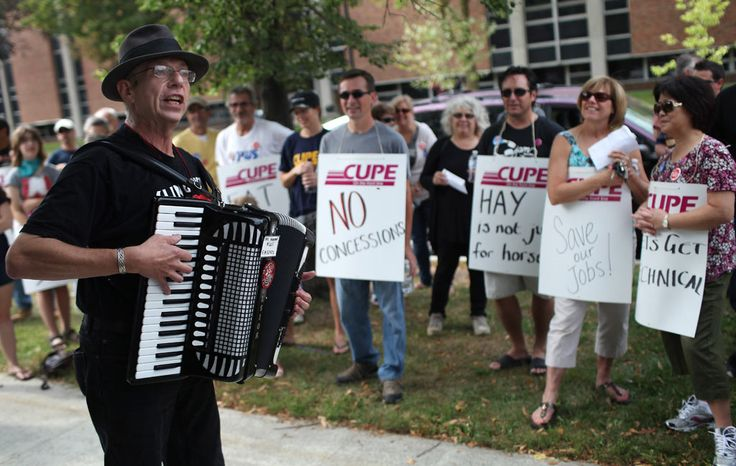 UPDATED: U of W workers protest on campus, hope to avoid strike