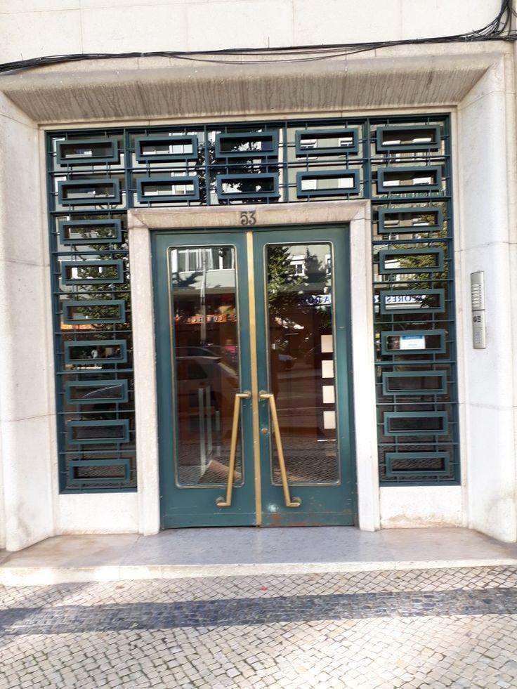 Porta na Avenida de Roma Lisboa Portugal de Aida Ferreira