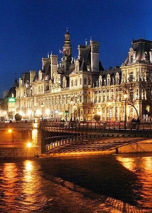 View of the Hôtel de Ville de Paris / Paris City Hall from the seine River, Paris IV