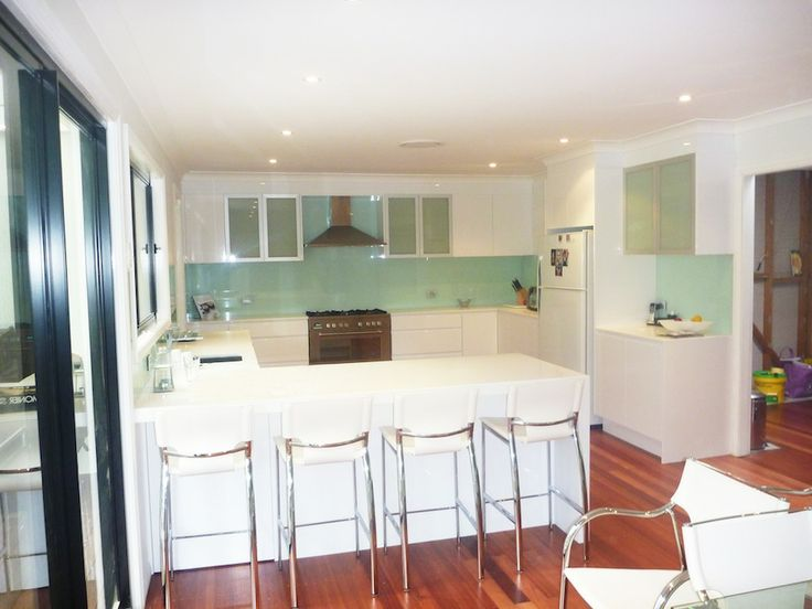 Google Image Result for http://affordablewardrobes.net.au/wp-content/uploads/White-Polyurethane-Kitchen-With-Aluminium-Glass-Overhead-Display-Doors.jpg