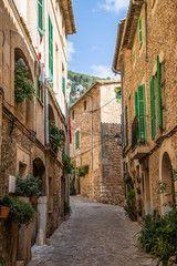 mittelalterliches Dorf mit engen Gassen