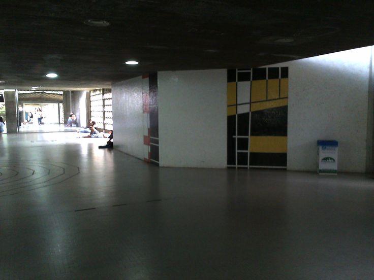 Pasillos de la UCV  Plaza del rectorado Venezuela
