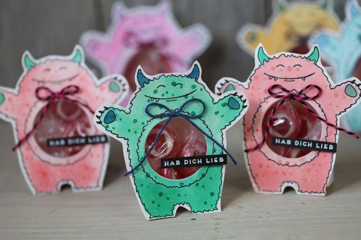 Heute zeige ich Euch eine süße Monsterverpackung die auch als Namensschild für eine Party dienen kann. Verwendet wurden Produkte von Stampin' Up!