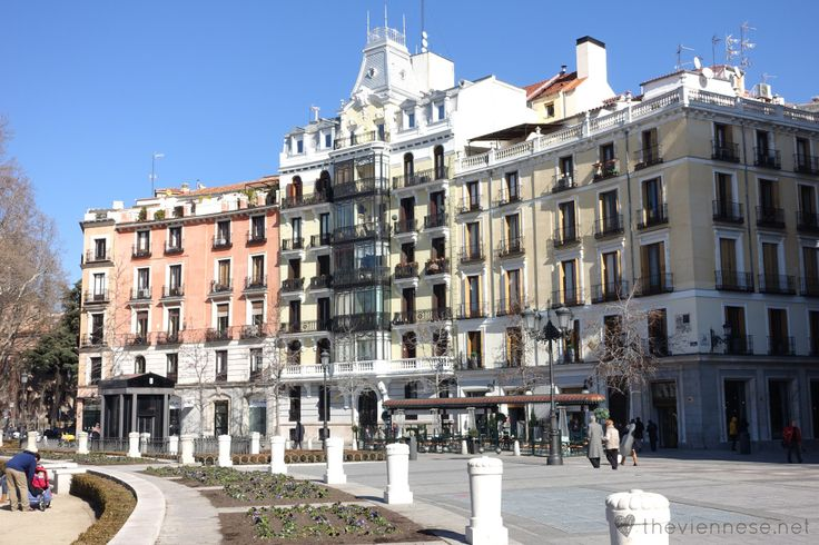 Plaza de Oriente in Madrid, Spain http://bitly.com/1HYUqT7