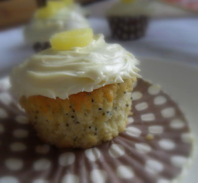 The English Kitchen: Cupcakes Galore! LEMON POPPYSEED CUPCAKES