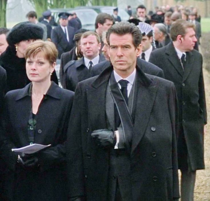 Black dress for funeral etiquette