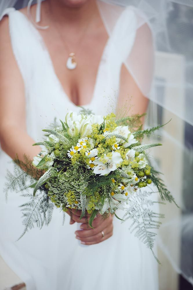 ... mit Wiesenblumen und Hortensien, frühlingshaft mit Pfingstrosen oder