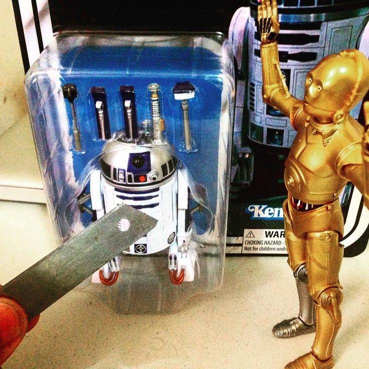 a punto de abrirlo #darthvader #theforceawakens #stormtrooper #disney #jedi #sith #love #lego #starwarsfan #yoda #art #r2d2 #marvel #hansolo #bobafett #lukeskywalker #geek #forcefriday #cosplay #darkside #chewbacca #nerd #lightsaber #toys #theforce #instagood #kyloren #fashion #batman #c3po